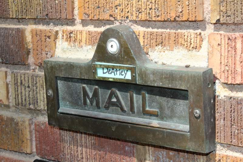 Even the mailbox is cute!
